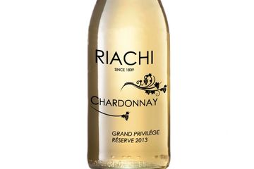 Riachi Chardonnay is an unfiltered white wine with very low sulfites.