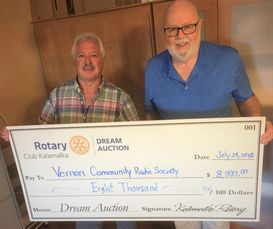 Kalamalka Rotary  Chair, Local Donations - Brian Reid (L) with VCRS President Gord Leighton.