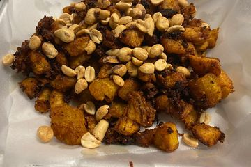 diced plantains mixed with ginger sauce  before frying. Served with or without peanuts