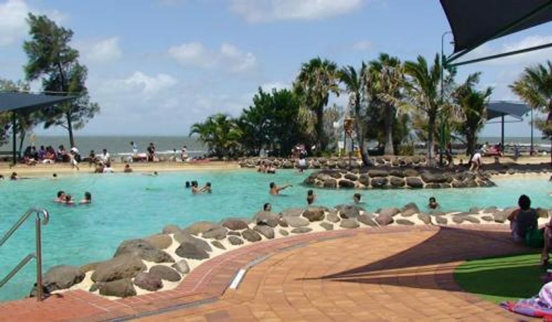 Guests can enjoy the beautiful lagoon at Redcliffe.
