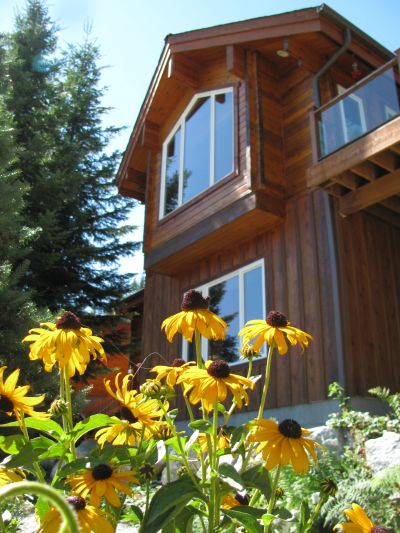 Big Ponderosa vacation rental Leavenworth, WA in the summer with wild flowers.