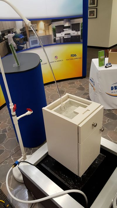 POLYMER CABINET IN A WATER DISPLAY