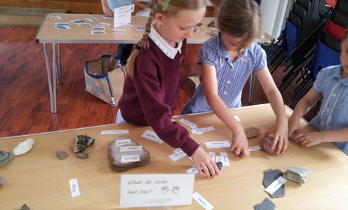 KS2 Key Stage 2 Rocks activity at school workshop for KS2 rocks and fossils national curriculum topi