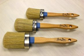Different Sizes of Annie Sloan Paint Brushes