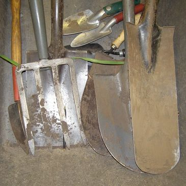 How to properly clean your garden tools & pots