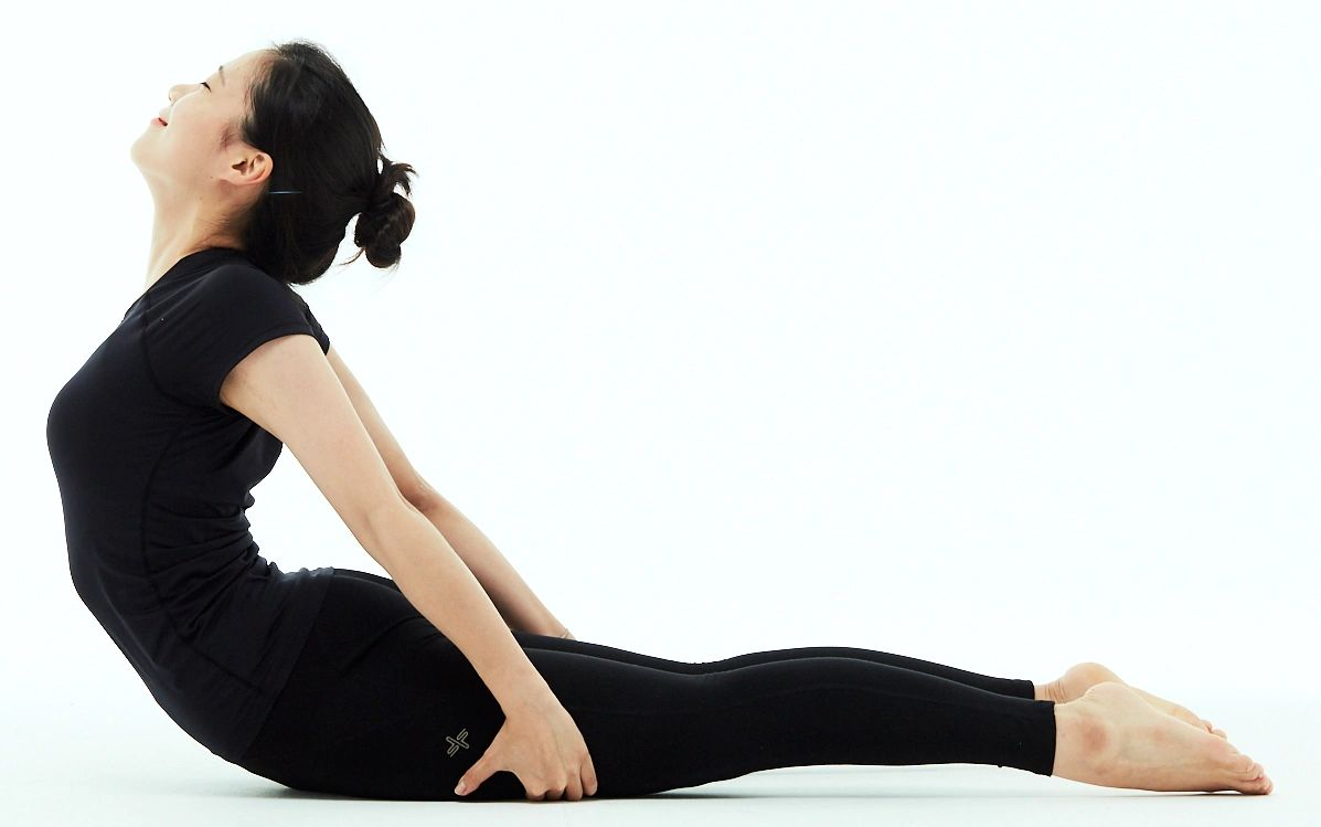 Bhujangasana variation by Sunhwa from Ekatala Yoga Busan