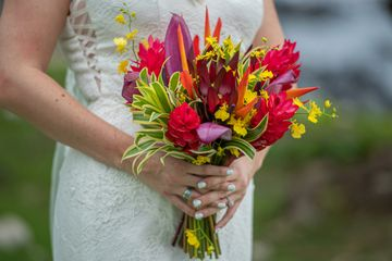 Tropical bouquet for your maui wedding ceremony