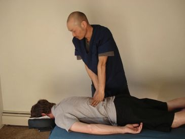 Shiatsu massage therapists 指圧師