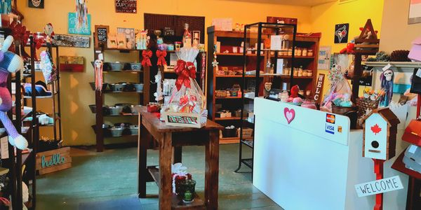 Sweet Escape Candles & Gift Shop is located in Haldimand House, Caledonia, ON.