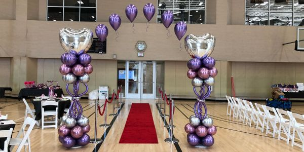 beautiful chrome balloons. balloon arch