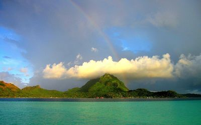 Hire an experienced captain with Tahiti experience to see sights in the beautiful South Pacific.