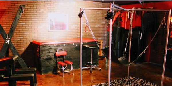 Mistress Mia couples swingers masks slave training submissive sub mistress Lilith master ginger bdsm