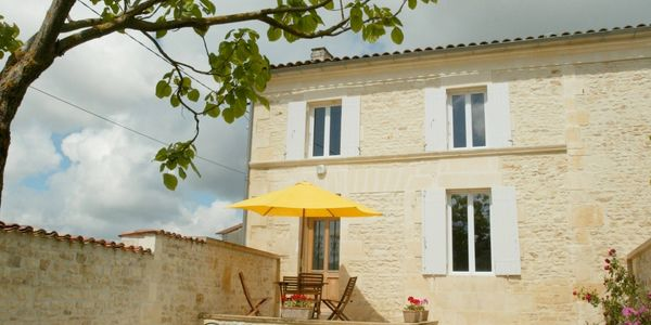 La Platane is a three bedroom two bathrooom house over two floors with Living/Dining room & Kitchen