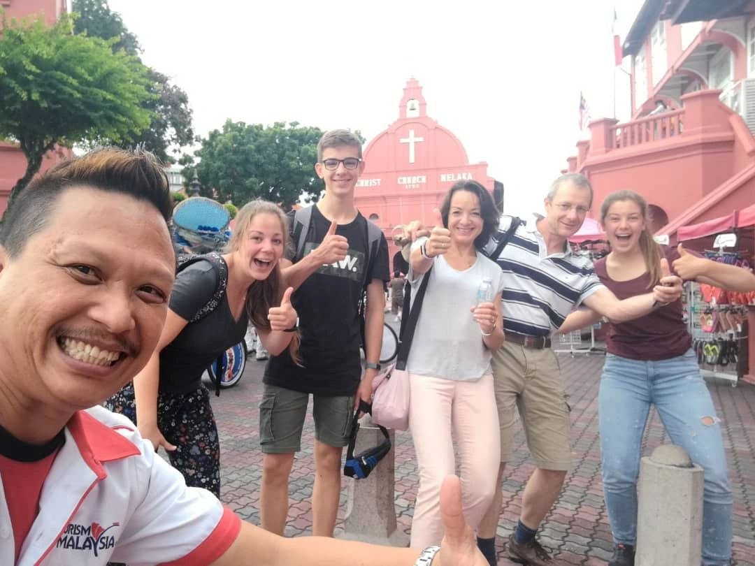 Kuala Lumpur to Malacca tour with bluecabmalaysia.com by storm. Day trip tour with family or friends