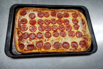 Pepperoni pizza 8-cut pan