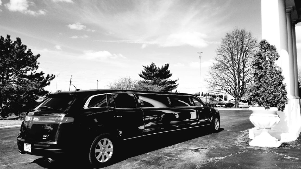 Black Stretch Lincoln, 8 Passenger Limo, Wedding Limo, MKT Limo, Oak Forest Limo, Chicago Limo,