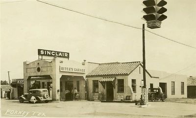 RITER'S GARAGE IN THE 1930s ON CURRENT DAY BROAD ST IN THE DOWNTOWN FORNEY AREA