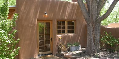 The rescue of a chicken coop in ruins. Guesthouse.  Santa Fe.