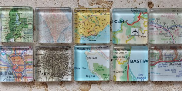 Maps on square magnets.