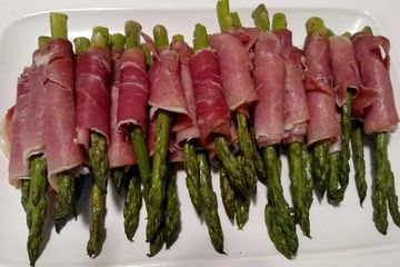Roasted Asparagus with Rosemary Wrapped in Prosciutto