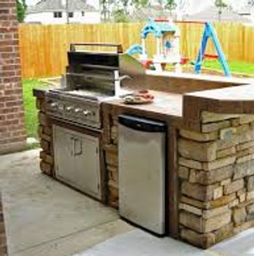 An outdoor kitchen built by a custom home builder in Fort Myers, FL