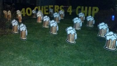 40th birthday yard sign display rental with beer mugs