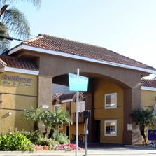 picture of sunburst motel exterior signage
