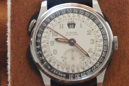 Vintage Glycine triple date calendar watch FHF movement day date month