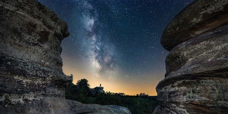 The Garden of the Gods is captured during the night by photographer Matt Linsin.