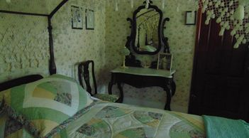 The Andrew Jackson Room:  Twin size pair of Reed-Carved fish-net canopy four-poster beds.  Hall bath