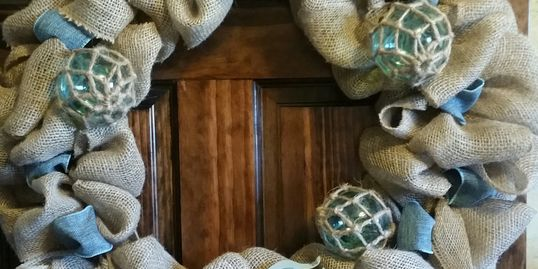 Trinity Treasures Beachy Burlap Wreath