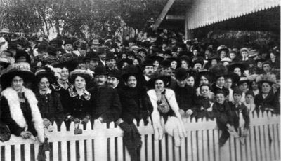 Collingwood fans in the outer at Victoria Park during the 1909 season.