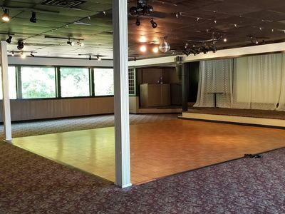 Large Dance Floor - included!