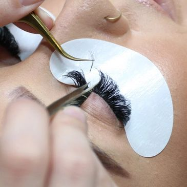 Eyelash Extension Removal