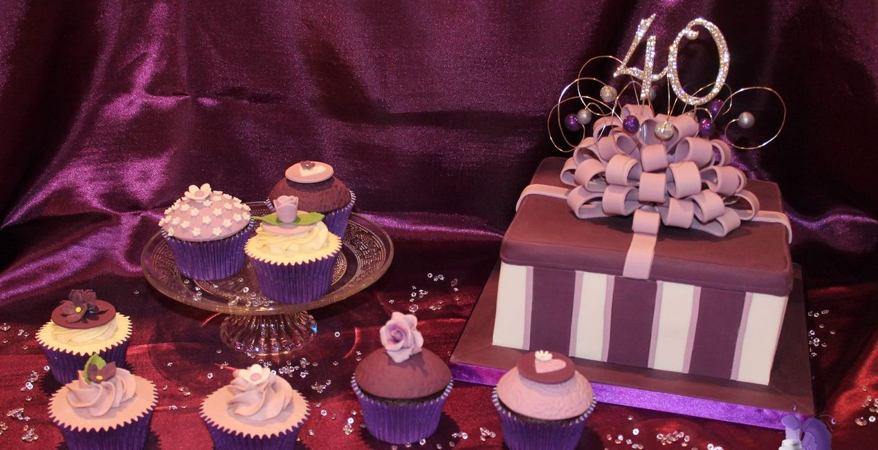 Purple Present Cake with Co-ordinating Cupcakes