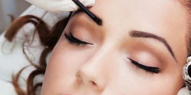 EYE LASH AND BROW TINTING IN YORKVILLE PETALS YORKVILLE BEAUTY BROW AND LASH BAR