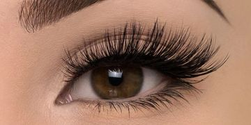 eyelash extensions specials in Yorkville petals Yorkville beauty brow and lash bar