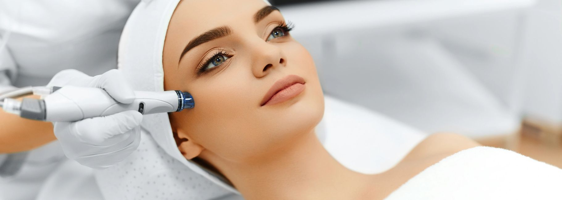 MICRO-NEEDLING IN YORKVILLE PETALS YORKVILLE BEAUTY BROW AND LASH BAR