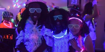 glow in the dark kids party