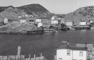 This view of Ship Island from 1951 shows many homes and docks on Ship Island on the right