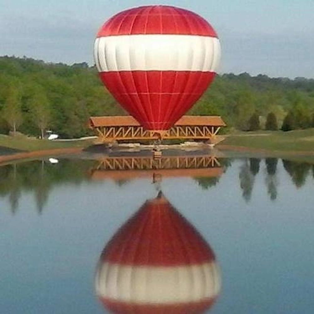 Branson Balloon hot air balloon rides in Branson, Missouri available to the public by reservation.