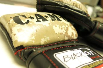 Amateur and in the gym 6oz glove Approved by C.A.M.O. 100% genuine cowhide leather moisture wicking