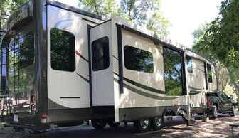 2014 Jayco Pinnacle 36' 5th wheel camper For Sale in Mitchell, South Dakota 573