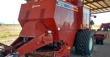 2005 HESSTON 4910 For Sale