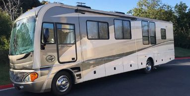 2005 Fleetwood PACE ARROW 37C For Sale in Carlsbad, California 92010