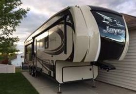 2016 Jayco Pinnacle Fifth Wheel Camper Bismarck, North Dakota