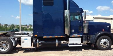 2000 FREIGHTLINER FLD132 CLASSIC XL For Sale in Monticello, Minnesota 55362