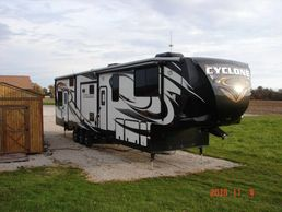 2015 Heartland CYCLONE 4100 KING For Sale