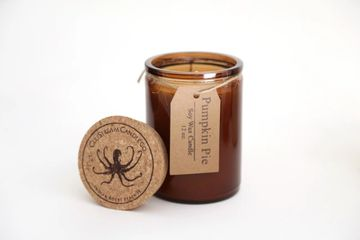 pumpkin pie scented soy candle. made with cinnamon, clove, ginger and pumpkin spices