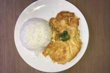 Golf Sea City guest house Hua Hin serves Thai style omelette or Kai Jeow with Eggs, rice and pork.